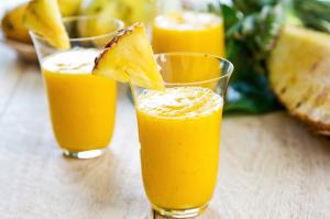 licuado de mango con piña