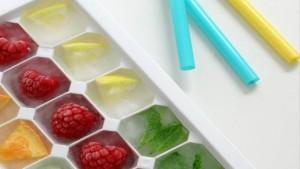 cubos de hielo con frutas casero