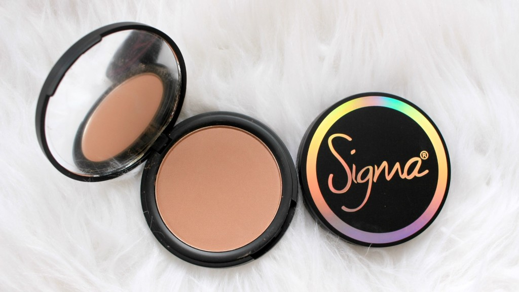 sigma-beauty-blush-in-the-saddle-aura-powder