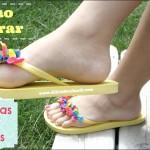 Como hacer sandalias playeras con globos de colores.