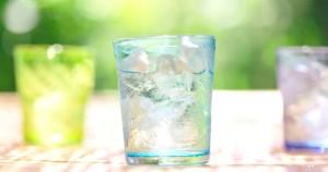beneficios de tomar agua para la salud l- anti envejecimiento , y sentirnos mas alegres