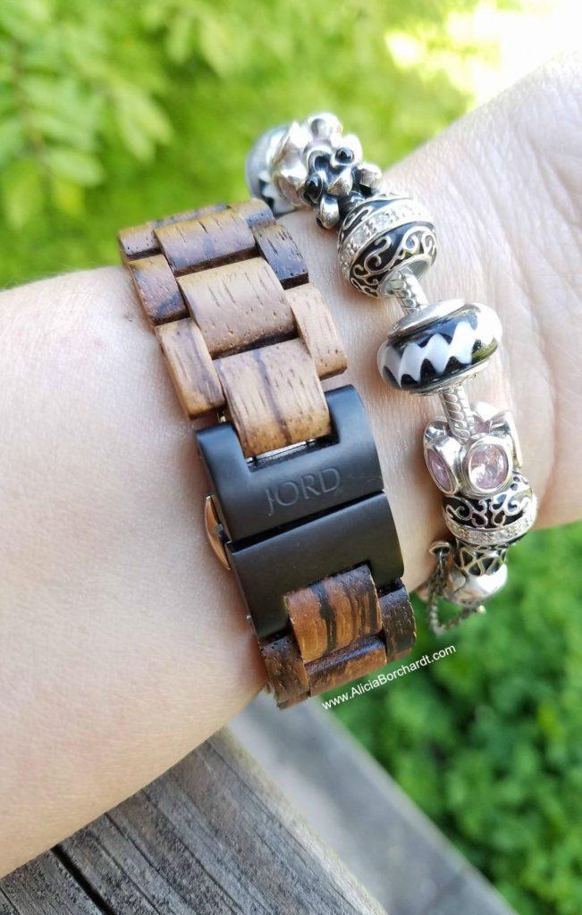 Reloj de madera JORD hecho a mano con cristales de swarovski