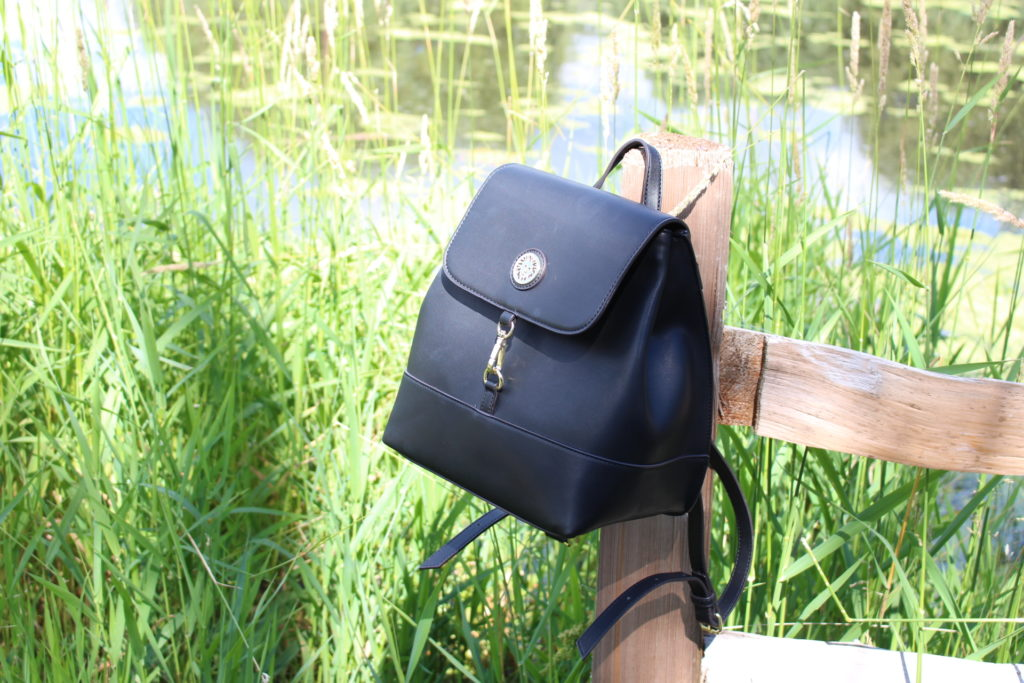 bolso estilo backpack negro