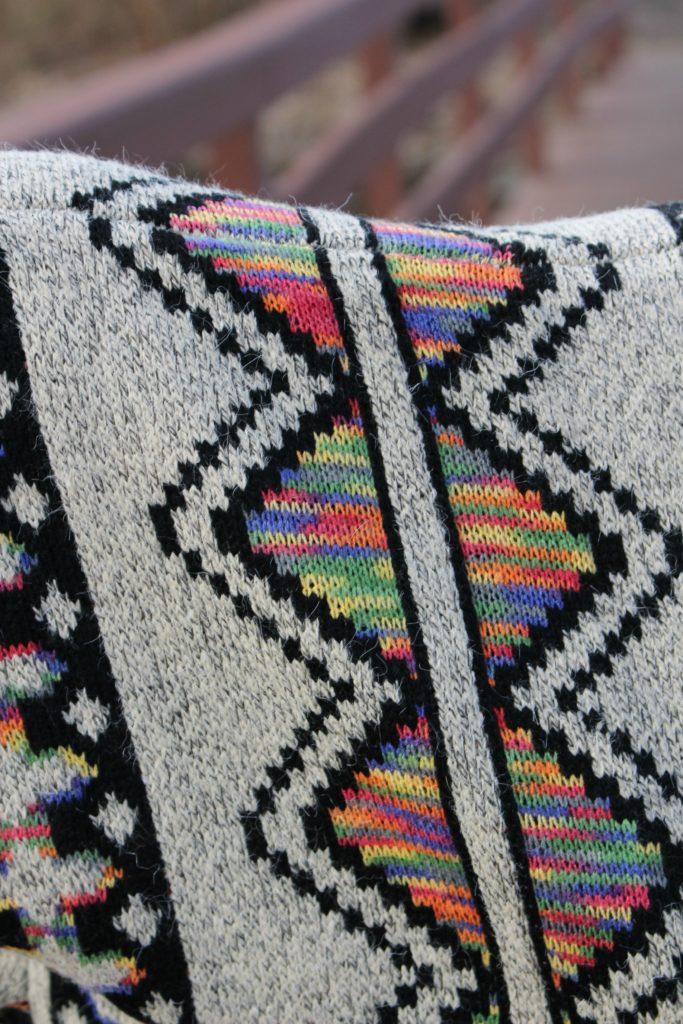 Los ponchos prendas de vestir a la moda que abrigan by alicia borchardt